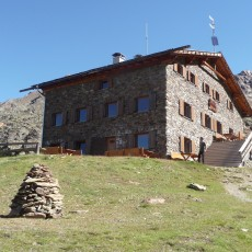 Oberettes moutain hut (2,670 m)